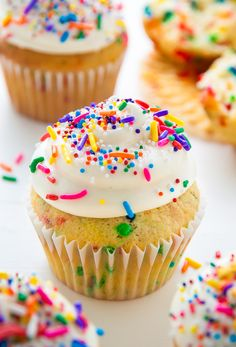 Homemade BROWN BUTTER Funfetti Cupcakes topped with creamy frosting and tons of sprinkles! Monday calls for something special and by that I mean Monday calls … Cupcake Recipes, Cupcake Cakes, Dessert Recipes, Cup Cakes, Cupcake Ideas, Mini Cakes, Oreo, Cupcakes Cool, Fiesta Baby Shower