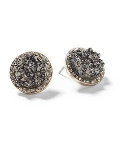 Love these stud earrings