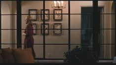 "Be sure to check out our photo galleries devoted to the house sets from these Nancy Meyers' movies, ""It's Complicated"" and ""Something's Gotta Give"". Style At Home, Meryl Streep House, Its Complicated House, It's Complicated Movie, Nancy Meyers, Interior House Colors, Celebrity Houses, Autumn Inspiration, Cheap Home Decor"