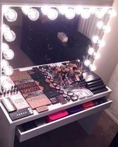 Elegant Makeup Room Checklist & Idea Guide for the best ideas in Beauty Room decor for your makeup vanity and makeup collection. Makeup Beauty Room, Makeup Rooms, Estudio Makeup, Hollywood Style Mirror, Rangement Makeup, Elegant Makeup, Vanity Room, Vanity Mirrors, Make Up Storage