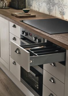 Allendale Cashmere kitchen | Shaker kitchens | Howdens Joinery