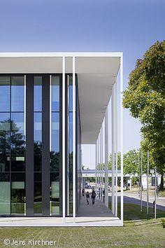 Transparentes Zugangstor - Düsseldorf: CUBE Magazin