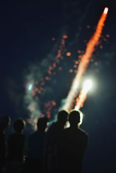 FIREWORK | IMPRESSION | ONEDAY | THINKFUTURE | COLOURS | SIMPLYNEW | SKY | NIGHT | PARTY | EVERYDAY #gold #party #friendship
