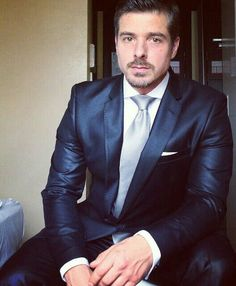 This outfit for dinner tonight or? New Mens Suits, Mens Fashion Suits, Men's Fashion, Moda Casual, Classy Casual, Dapper Gentleman, Gentleman Style, Sharp Dressed Man, Well Dressed