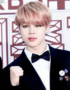 Jimin probably thinking yes, I look handsome// Pinterest @leanawitmer ♡