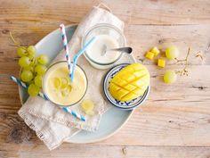Geel is zonnig, vrolijk en vooral: lekker! Deze smoothie met Alpro Mild & Creamy Naturel bewijst het