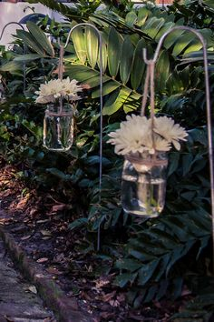Jars filled with daisies lining the walk ways| Ivory & Pink Maitland Art Center Wedding| Photo by:  Lotus Eyes Photography