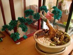 Avec une peu de patience , Troisième arbre en perle ( bead tree) en cours de finition ...bonsaï en perles