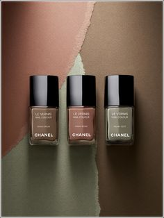 """ongles Khaki Vert de Chanel """"Fashion has two purposes: comfort and love. Beauty comes when fashion succeeds."""" — Coco Chanel""""Fashion has two purposes: comfort and love. Beauty comes when fashion succeeds. Chanel Nail Polish, Chanel Nails, Chanel Makeup, Safari Chic, Chic Nails, Perfume, Fall Nail Colors, Winter Colors, Neutral Colors"""