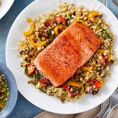 Salmon & Freekeh Salad with Sweet Peppers, Dates, & Olives - Recipe: Salmon & Freekeh Salad with Sweet Peppers, Dates, & Olives – Blue Apron Sie sind an der ri - Olive Recipes, Salmon Recipes, Fish Recipes, Seafood Recipes, Dinner Recipes, Dinner Ideas, Vegetarian Recipes, Healthy Recipes, Freekah Recipes