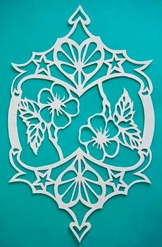 Deux coeurs deux fleurs Wood Projects, Woodworking Projects, Projects To Try, Kirigami, Paper Art, Paper Crafts, Laser Cut Paper, Got Wood, Papercutting