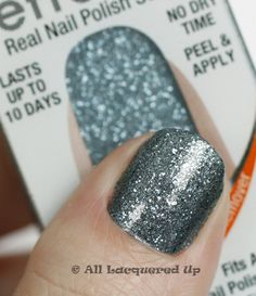 I know everyone loves the @SallyHansen Salon Effects patterns (as do I) but the smooth glitters are ridic!