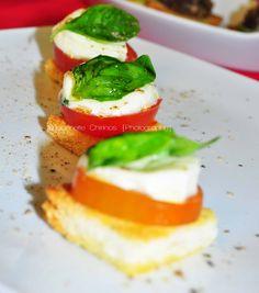 Capresa con tomate cherry y queso blanco