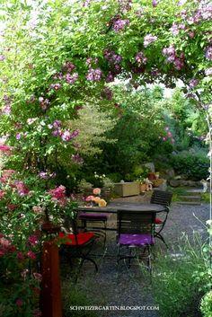 Einen Garten selber planen? - Ein Schweizer Garten Small Gardens, Outdoor Gardens, Gazebo, Pergola, Belle Plante, Luxury Landscaping, Bouquet, Ornamental Plants, Outdoor Photos