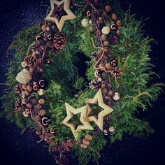 dørkrans, julekrans, kongler, einer, stjerner