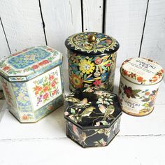 Hey, I found this really awesome Etsy listing at https://www.etsy.com/pt/listing/237757376/vintage-tins-daher-tea-biscuit-candy