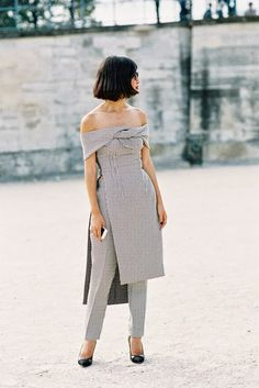 Nicole Warne of Gary Pepper Girl , Tuileries, Paris, September Such an incredible look on Nicole: bare shoulder for th. Cool Street Fashion, High Fashion, Street Style, Paris Fashion, Normcore Fashion, Fashion Outfits, Fashion Trends, Dress Over Pants, Style Snaps