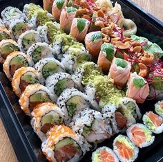 The perfect Friday lunch Follow @makesushi1 for more sushi and go to buff.ly/2CWCko2 for more recipes Pic via @sushi2500 Make Sushi http://ift.tt/2pfo3kf