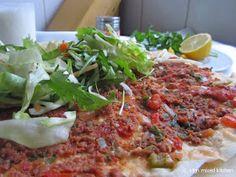 Mijn mixed kitchen: Lahmacun (zelfgemaakte Turkse pizza) Happy Foods, Asian Recipes, Vegetable Pizza, Snacks, Vegan, Chicken, Vegetables, Breads, Middle
