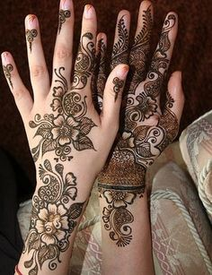 http://www.simplemehndidesigns.org/wp-content/uploads/2014/01/Henna-Designs-2013-For-Hands-06.jpg