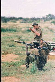 South Africa's former 32 Bn preparing to RPG Military Archives, Army Day, Military Weapons, Weapons Guns, Defence Force, Military Love, Military Veterans, Troops, Soldiers