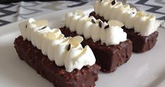 Mini Cheesecakes, Bottle Crafts, Baked Goods, Cake Recipes, Food And Drink, Low Carb, Cupcakes, Sweets, Vegan