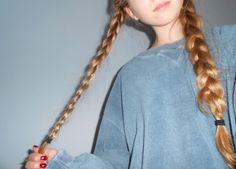 Girl in Oversized Hoodie Tumblr - ImageBoard