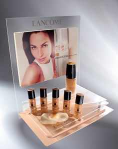 Click to close image, click and drag to move. Use arrow keys for next and previous. Pos Display, Counter Display, Display Design, Booth Design, Makeup Display, Cosmetic Display, Web Banner Design, Cosmetics Display Stand, Lipstick Designs