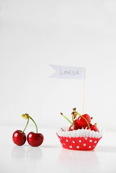 Cherry Place Cards Or these with other berries as it will be approaching berry season Edible Crafts, Food Crafts, Vegetables Photography, Sweet Cherries, Dessert Buffet, New Years Party, Perfect Party, Fresh Fruit, Party Time