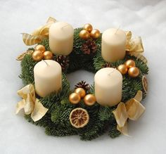 Christmas Door, Christmas 2017, All Things Christmas, Christmas Time, Holiday Wreaths, Holiday Crafts, Christmas Flower Arrangements, Advent Candles, Advent Wreath