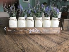 Mason Jar Crafts – How To Chalk Paint Your Mason Jars - Emities Pot Mason Diy, Mason Jars, Mason Jar Centerpieces, Mason Jar Crafts, Wooden Box Centerpiece, Centerpiece Ideas, Diy Home Decor Projects, Diy Projects To Try, Craft Projects