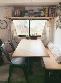 12 Camper Makeovers that will Amaze You - motorian Tiny House Living, Rv Living, Rv Homes, Tiny Homes, Camper Storage, Cool Campers, Rv Interior, Camper Makeover, Camper Renovation