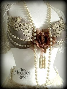 Fabulous for a Steampunk bellydance number. Where is all this steampunk coming from in my pins? lol!