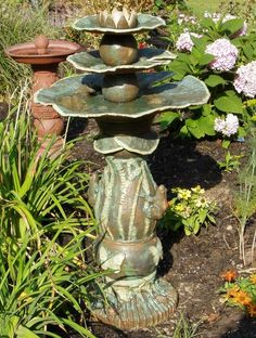 I love this birdbath…lily pads. So pretty! Ceramic Bird Bath, Ceramic Birds, Garden Bird Feeders, Garden Totems, Outdoor Sculpture, Outdoor Art, Cement Art, Garden Whimsy, Ceramic Techniques