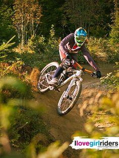 Steffie - Rider: Steffie Teltscher - Photo: Lars Scharl - #ilovegirlriders #iamgirlrider #ilgr #girlriders #mtb #downhill #freeride