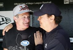 Robin Williams, a Giants fan, and fellow comedian/actor Billy Crystal, a Yankees supporter, during a Fox broadcast in 2007