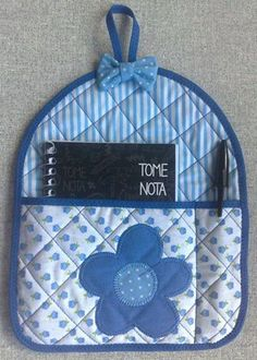 hanging note and pen set Small Sewing Projects, Sewing Hacks, Fabric Crafts, Sewing Crafts, Quilt Patterns, Sewing Patterns, Quilted Potholders, Sewing To Sell, Mug Rugs
