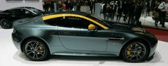 Aston Martin presented at Geneva Motor Show. Example of animated gif created with 3DWiggle.