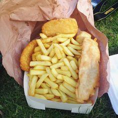 Not-fish and chips at Salty Dogs in Lorne! #saltydogs #chips #vegetarian #foodporn #beach #ocean #lorne #travel #australia #greatoceanroad by elliekids http://ift.tt/1IIGiLS