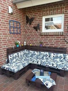 pallet furniture - I will find free pallets, I will make my porch furniture.  Hancock has a ton of amazing outdoor fabrics and I am more than capable of making custom cushions :)