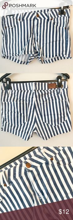 H&M | Blue/White Striped Denim Shorts Condition: 4/5 | Great condition, has very little signs of wear that are barely noticeable. Fit is slightly high-waisted. H&M Shorts