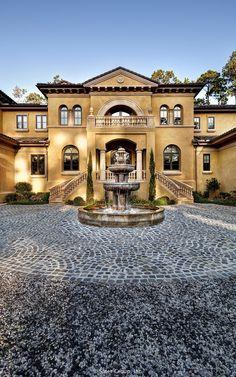 Villa Belle - driveway fountain