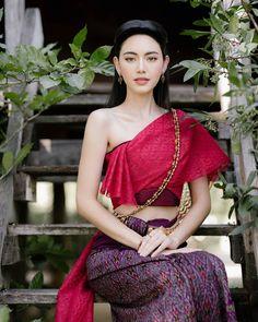 Thailand Outfit, Thailand Fashion, Traditional Thai Clothing, Traditional Dresses, Beautiful Asian Women, Beautiful Indian Actress, Ethnic Fashion, Asian Fashion, Asian Model Girl