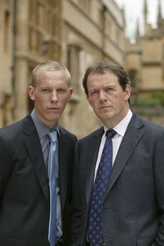 The Dynam­i­cally Reserved Duo: Lau­rence Fox as Detec­tive Sergeant James Hath­away and Kevin Whately as Inspec­tor Rob­bie Lewis