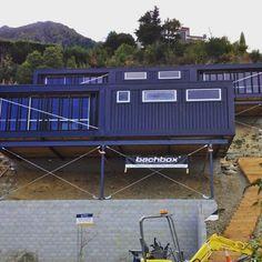 ⌂ The Container Home ⌂ Mais uma Lindeza da Nova Zelândia! Poderíamos assim mudar a cara dos morros do Brasil e dar casas melhores a população das periferias?