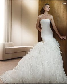 i love this wedding dress!
