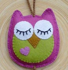 felt owl - hang on door handle - one side eyes open (come in) other side eyes closed (dont disturb) Applique Stitches, Felt Applique, Star Ornament, Felt Ornaments, Sewing Crafts, Sewing Projects, Crafts For Kids, Arts And Crafts, Christmas Crafts