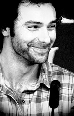 Oh my goodness, I can't believe I didn't realize this!! HAPPY 30TH BIRTHDAY, AIDAN TURNER!!!! (Sheesh, forgetting my fangirl duties, there!) In honor of this most occasious occasion, I shall post several of my favorite pictures in swift success! Like SO!