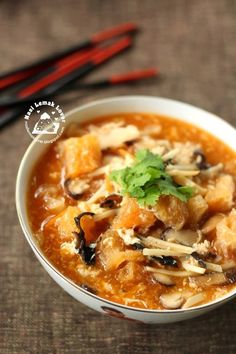 Nasi Lemak Lover: Spicy and Sour Fish Maw Soup (Foochow style) 酸辣鱼鳔~~欢喜过马年 Chinese Soup Recipes, Fish Recipes, Seafood Recipes, Asian Recipes, Cooking Recipes, Ethnic Recipes, Healthy Soup, Healthy Recipes, Nasi Lemak