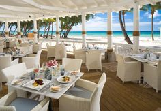 At Schooner's delectable seafood dishes and unparalleled views abound.